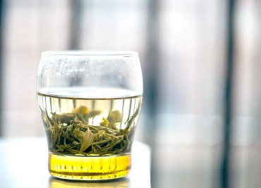 How Green Tea Helps You Quit Smoking