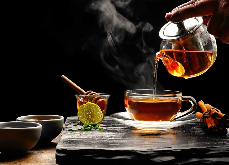 How water quality and temperature affect the taste of tea